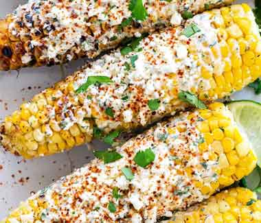Corn in the cob with mayo and spicy